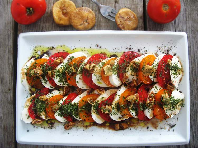 salatkazpomidoramimozarellafiga_localfoodie_wpis